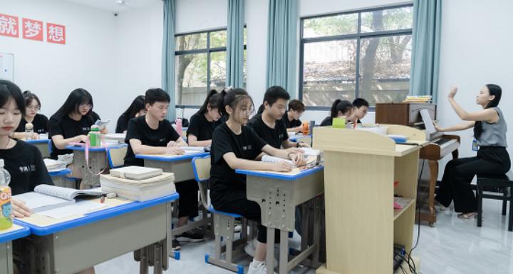 九江美术系艺术学校寒假班价格