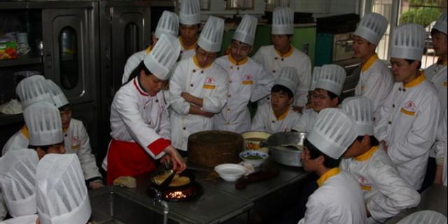 烹饪专业发展前景「洛阳工业信息学校供应」