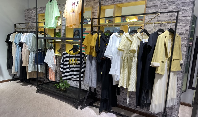 昆明女裝折扣廠家直銷 歡迎來電 昆明麗卡女裝招商加盟供應