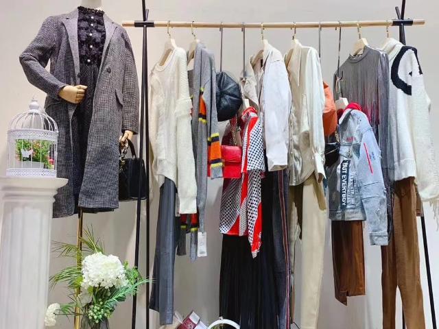 東大門大衣尾貨哪家好「杭州蛻變時尚服飾供應」