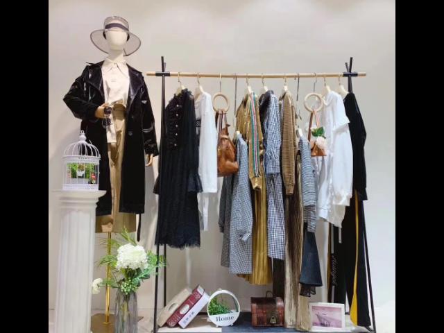 奕色女装尾货哪里有「杭州蜕变时尚服饰供应」