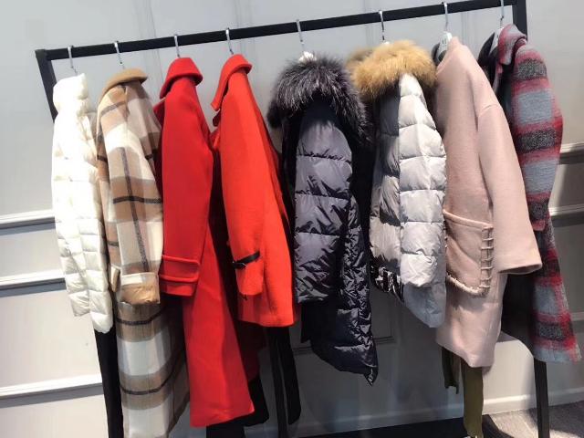 水墨佳人女裝尾貨多少錢「杭州蛻變時尚服飾供應」