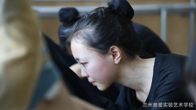 甘肃民族民间舞舞蹈训练,舞蹈