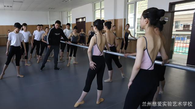 甘肃民族民间舞蹈班收费标准 兰州慈爱实验艺术职业学校供应