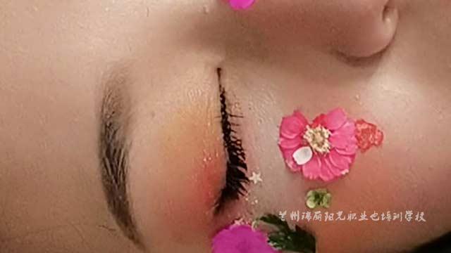 甘肃明星化妆的学校哪家教的好 兰州瑞丽阳光职业培训学校供应