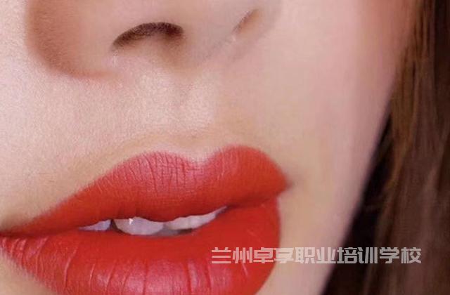 青海化妆培训机构有哪些 欢迎咨询 兰州卓享职业培训学校供应