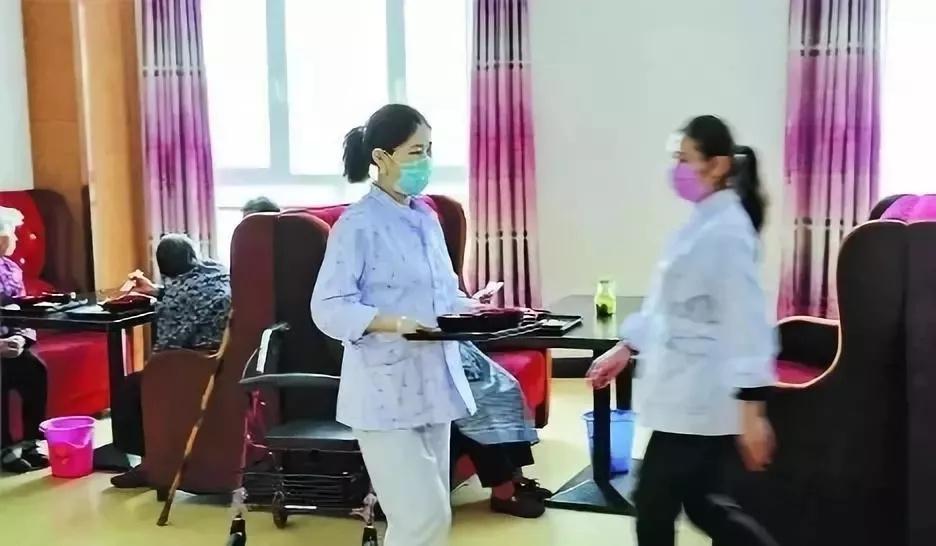 惠南镇24小时护工哪家更专业 上海倍爱健康管理供应