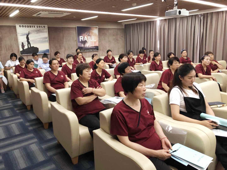 靜安區專業陪護怎么聯系 上海倍愛健康管理供應