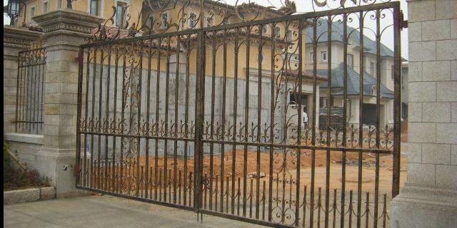 上海庭院铁艺大门锻造 上海隽珞金属制品供应
