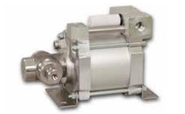 气体增压泵向外喷水的原因是什么