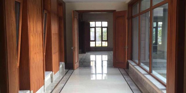 云南新型窗紗一體系統鋁木窗市場價格