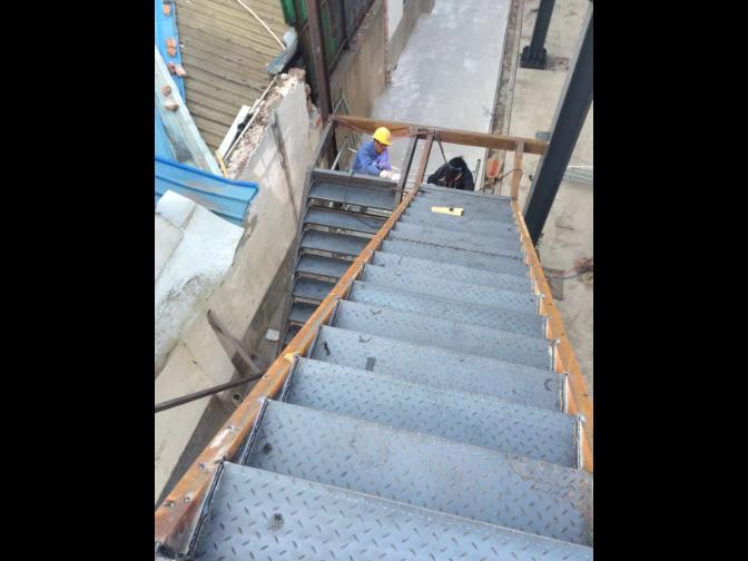 苏州简易钢结构楼梯工程 和谐共赢 上海拓立建筑装饰工程供应