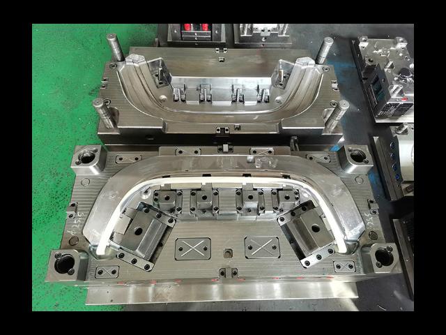 深圳大型汽车模具定做厂家 欢迎咨询「台州市黄岩年高模塑供应」