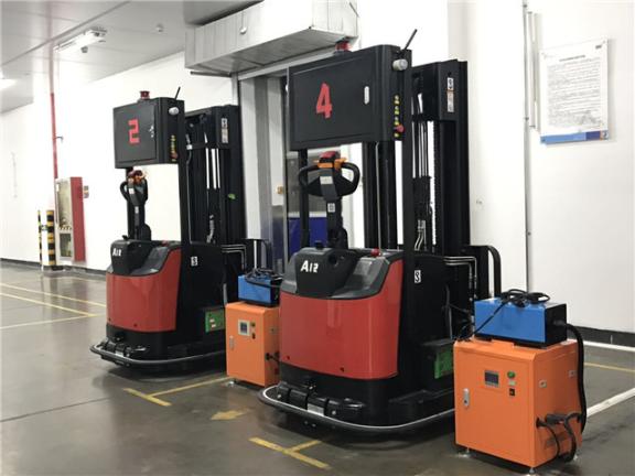 深圳跨腿堆垛式智能叉車 服務至上 深圳易行機器人供應