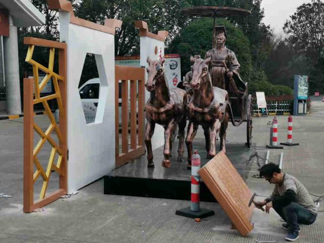 贵阳人物铜雕塑设计「永康市顺腾雕塑供应」
