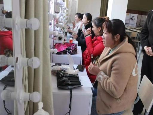 云南初级美容师培训学校电话 昆明远达技能培训学校供应 昆明远达技能培训学校供应