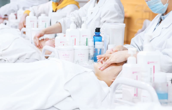 云南美容师培训一般多少钱 昆明远达技能培训学校供应 昆明远达技能培训学校供应