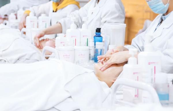 专业美容师培训考证学校 昆明远达技能培训学校供应 昆明远达技能培训学校供应