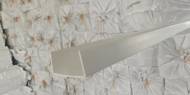 北京L型槽盒聚丙烯包槽出廠價 來電咨詢「無錫富新嘉環??萍脊?>                     </dt>                     <dd>                         <p class=