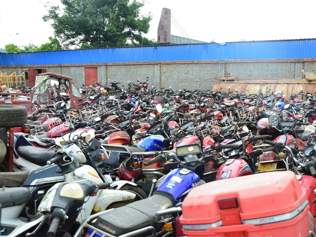 师宗汽车报废回收多少钱 宣威君德汽车报废回收公司供应