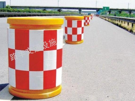 高速路防撞桶 云南路丰交通设施供应
